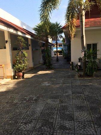 Clear House Guest House: 1st floor courtyard