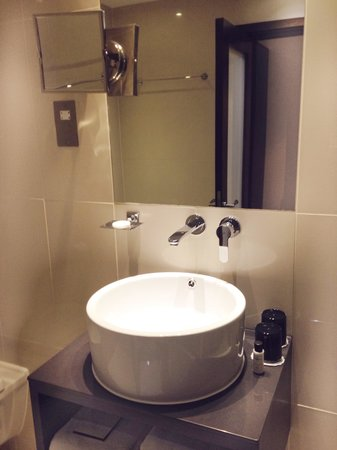 Park Grand London Kensington: Bathroom