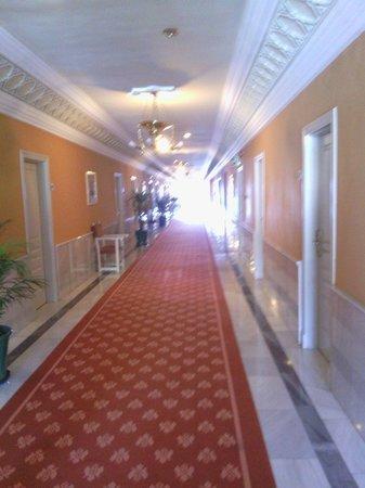 Hotel Alhambra Palace: El pasillo visto desde nuestra habitacion