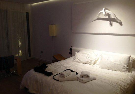 Arantza Hotela : Cama amplia