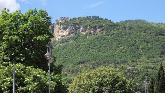 Piazza Duomo : Vista a la montaña