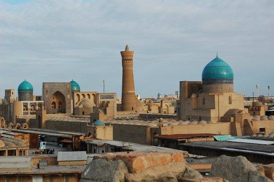 Ark Fortress: вид со стены крепости на старый город