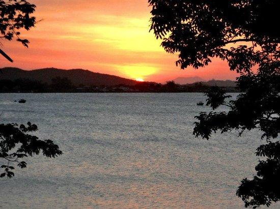 Martin Pescador : Pôr do sol visto da sacada da suíte, espetacular.