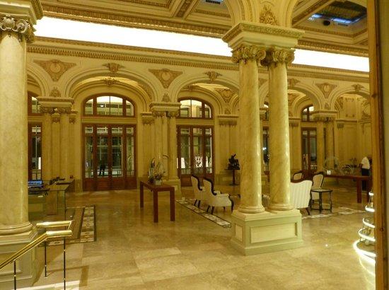 Sofitel Montevideo Casino Carrasco & Spa : hall junto ao check-in