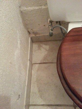 Fenix Hotel - On The Beach: Bathroom Walls