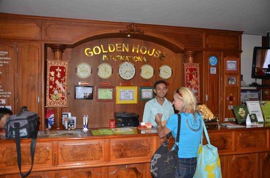 Golden House International: Reception with very helpful staff