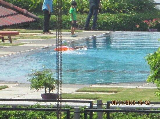 Edassery Kayal Resort: pool