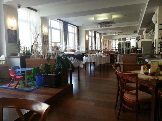 Extol Inn: Restaurant und Frühstücksraum