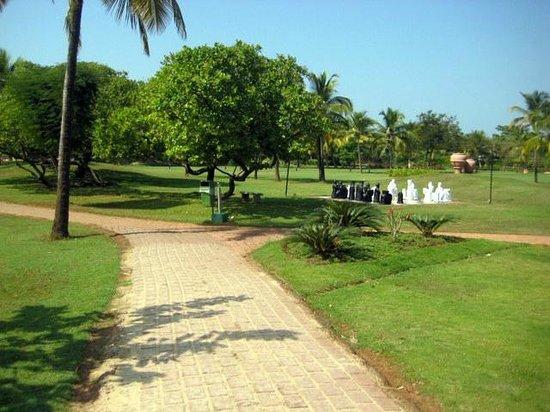 The Zuri White Sands Goa Resort & Casino: grounds