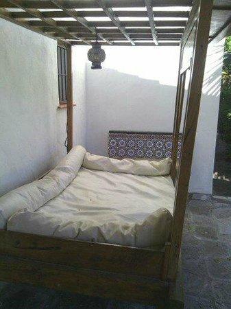 El Cortijo de Zahara: Una de las hamacas de la entrada