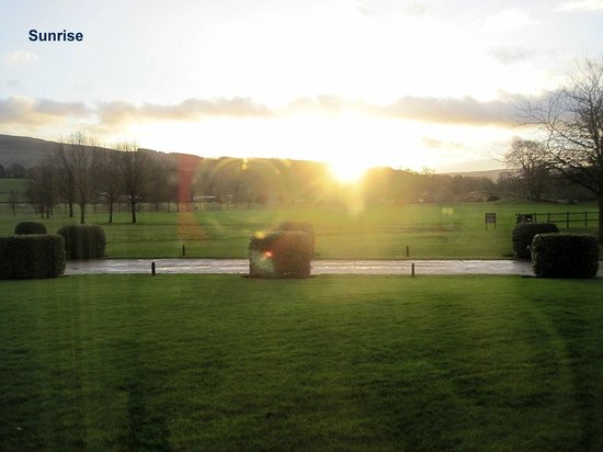 The Devonshire Arms Hotel & Spa: Sunrise from the Bedroom