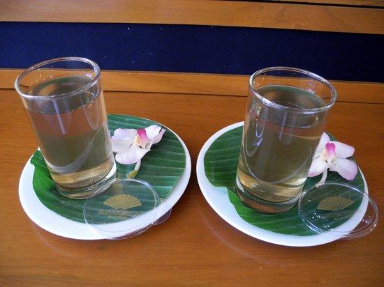Mandarin Oriental, Bangkok: Willkommenstee überreicht vom Butler