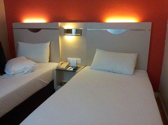 Hotel Sentral Georgetown: Quite hard bed