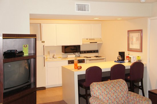 Hotel Allandale: kitchen zone and sitting-room