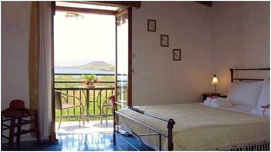 Petrino Villas : Kamelia, double bedroom and balcony with amazing sea view