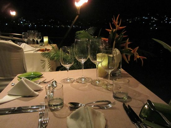 The Edge Restaurant Bar & Sushi: Waterside table with a view of the Marina