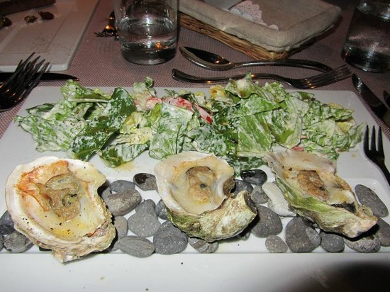 The Edge Restaurant Bar & Sushi: Very original presentation of Caesar Salad & Baked Oysters!