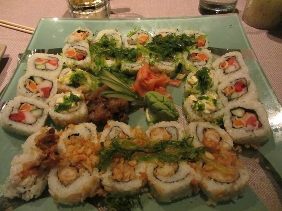The Edge Restaurant Bar & Sushi: Special mix Sushi roll Platter