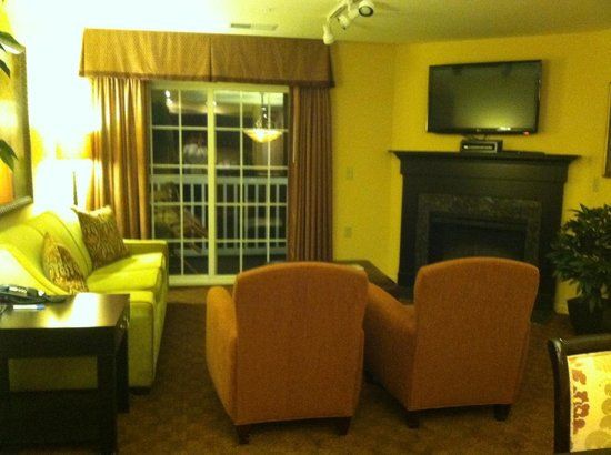 The Colonies at Williamsburg Resort: Cozy living room with sleeper sofa