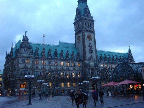 Steigenberger Hotel Hamburg: Rathaus - town Hall .