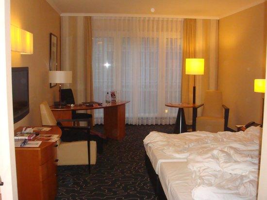 Steigenberger Hotel Hamburg: Room .