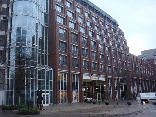 Steigenberger Hotel Hamburg: Front of the hotel .