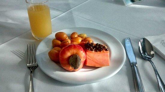 Bahia Plaza Hotel : frutas do desjejum