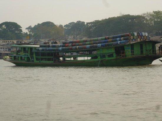 Ayeyarwaddy River: transporte