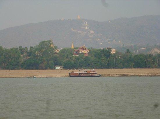 Ayeyarwaddy River: colina