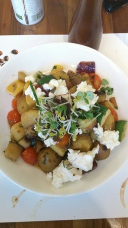Die Halle CafeRestaurant der Kunsthalle Wien: Mediterrane Gemüsepfanne mit Schafskäse