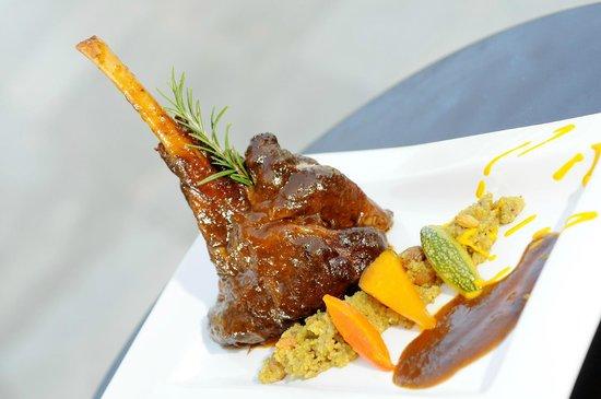 Restaurant Rio Verde: Canilla de cabrito a la norteña con cous cous de quinoa, frutos secos y zapallo loche glaseado