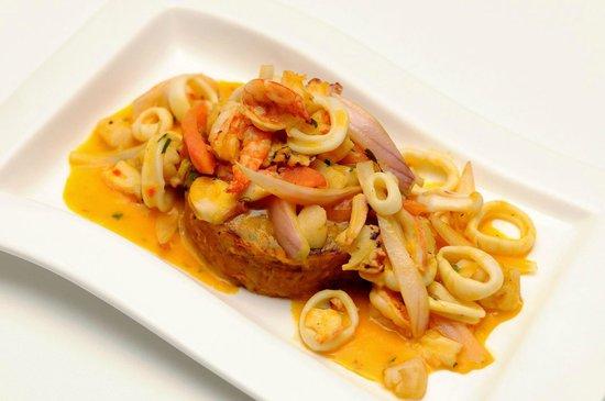 Restaurant Rio Verde: Tacu tacu rabioso: Tacu tacu de malarabia en picante de mariscos