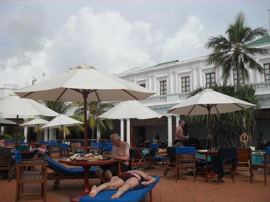 Mount Lavinia Hotel: Restaurant/pool bar