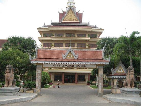City Angkor Hotel: Главный вход