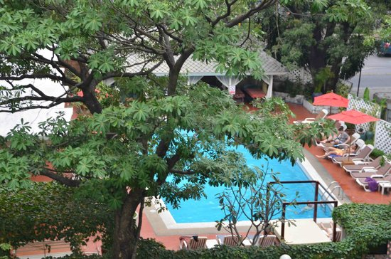 Hotel De Moc : Hotel pool can help relax after sightseeing