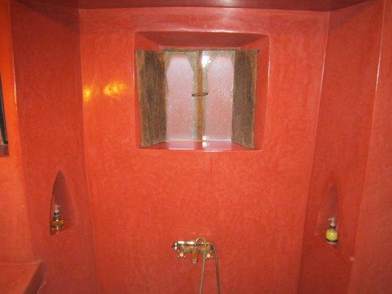 Riad El Youssoufi: Bathroom