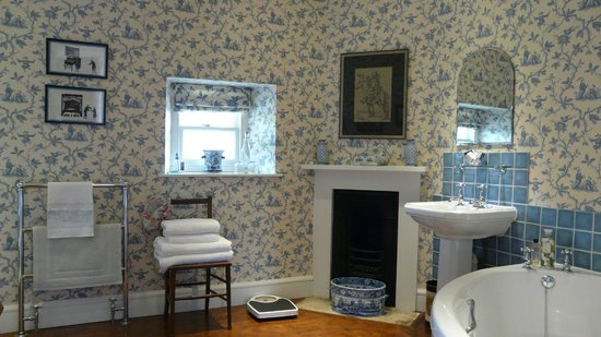 The Old Vicarage Bed & Breakfast: The Chinese bathroom