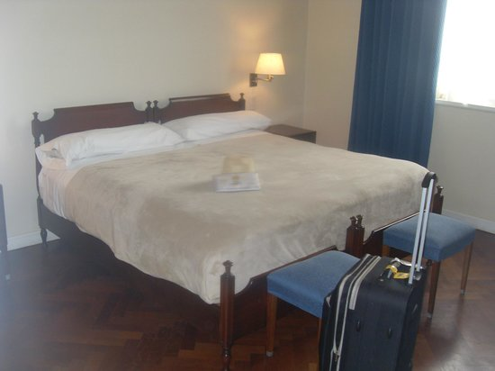 NH Hotel Casino: Habitación confortable y amplia