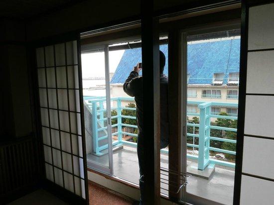 Hotel Hokuriku Koganoi: 部屋からの眺め、左に湖。コの字型なのでどの部屋からでも見えそう