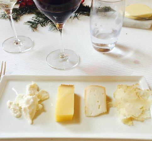 """Restaurant étoilé """"Flocons de Sel"""" : Assiette de fromages au choix"""