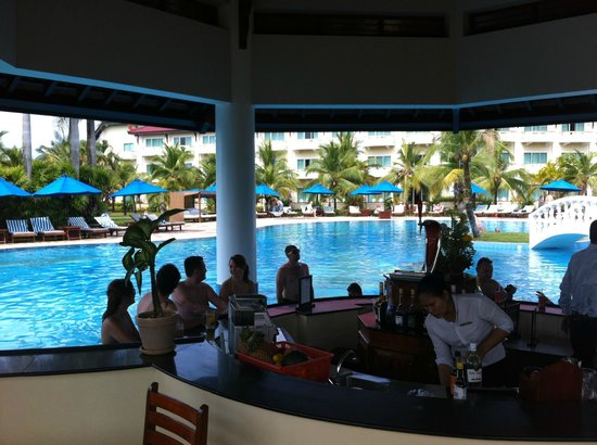 Sokha Beach Resort : Swim up bar