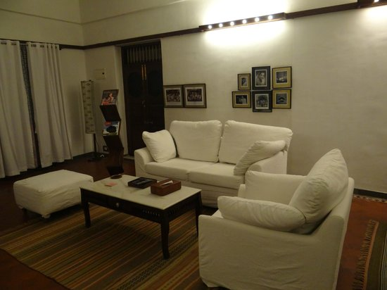 The House of MG: the seating area in the huge room... with the very very comfy sofa