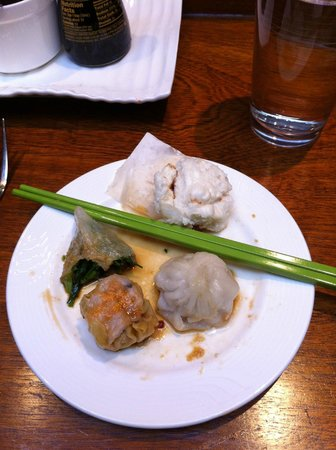Steam : BBQ pork bun, pork dumpling, shui mai, & vegetarian pea shoot dumpling