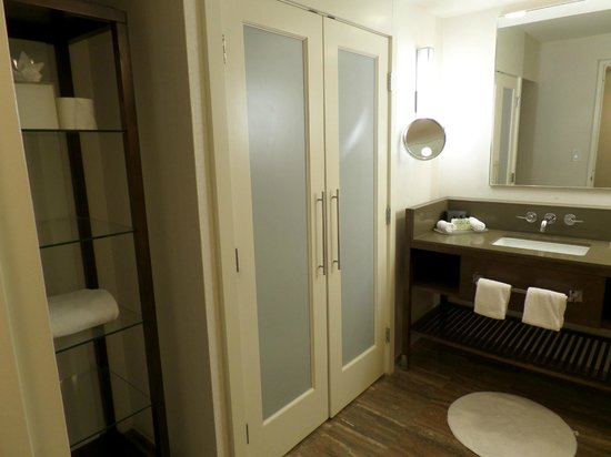 InterContinental Miami: Huge bathroom with closet