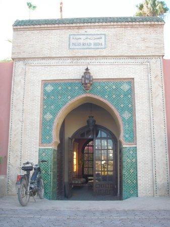"Riad Hida: L'entrée du ""Palais"""