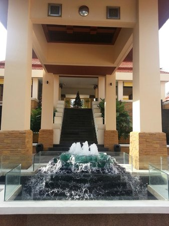 Movenpick Resort Bangtao Beach Phuket: Hotel entrance