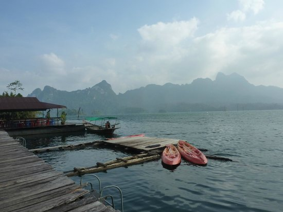 Khao Sok Smiley Lake House