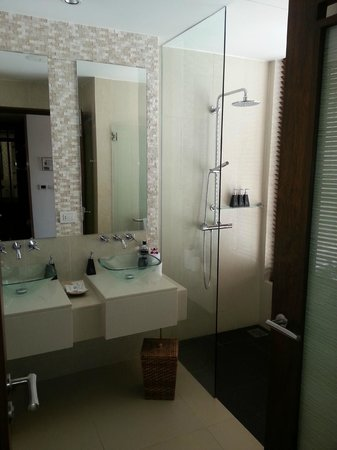 "Movenpick Resort Bangtao Beach Phuket: Bathroom ""premium room"""