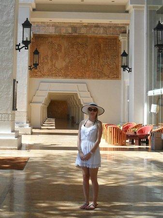 Barcelo Karmina : Right outside the lobby