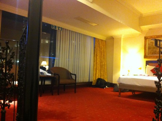 Britannia International Hotel: Massive room on 11th floor with amazing views!